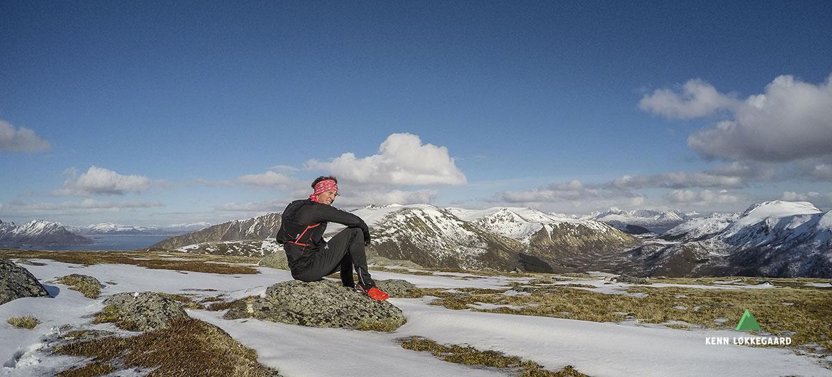 Nyder øjeblikket på toppen af bjerget Veten.