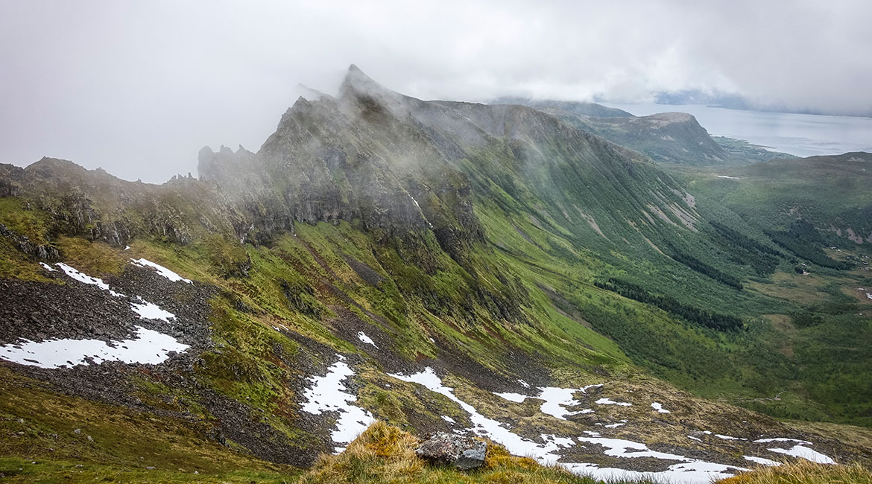 Utsikt over Gryttingsdalen fra Ol-Hansatinden.