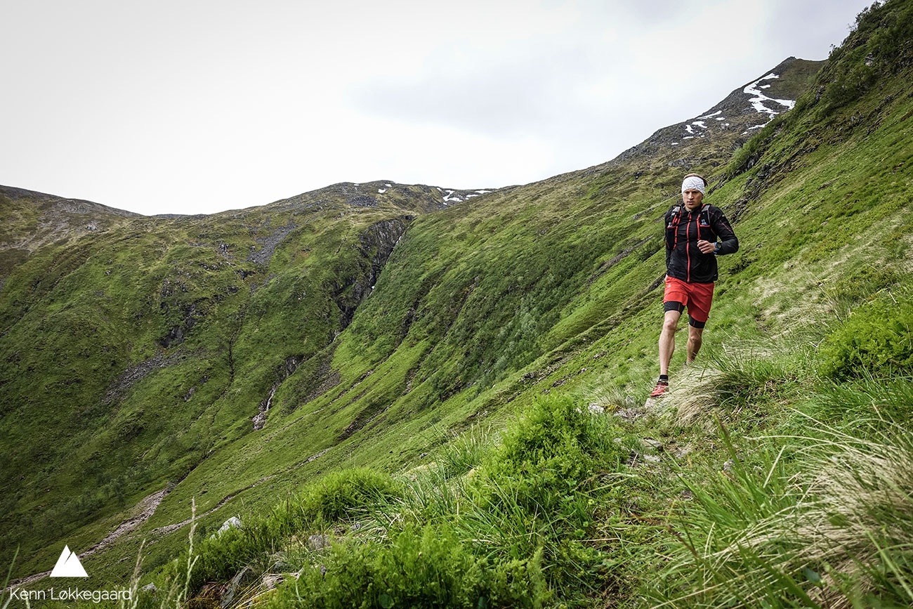 Her løper jeg på fjellsiden i Gryttingsdalen.