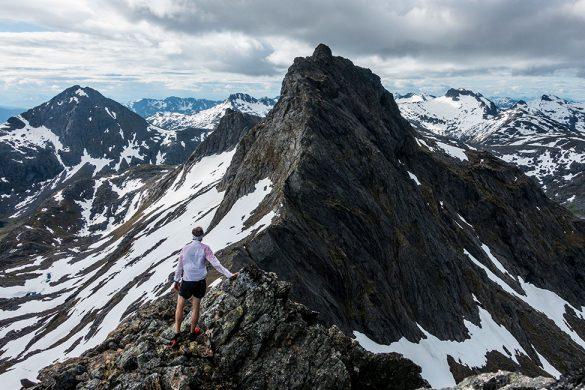 På fjellryggen over mot neste fjelltopp etter Stortinden.