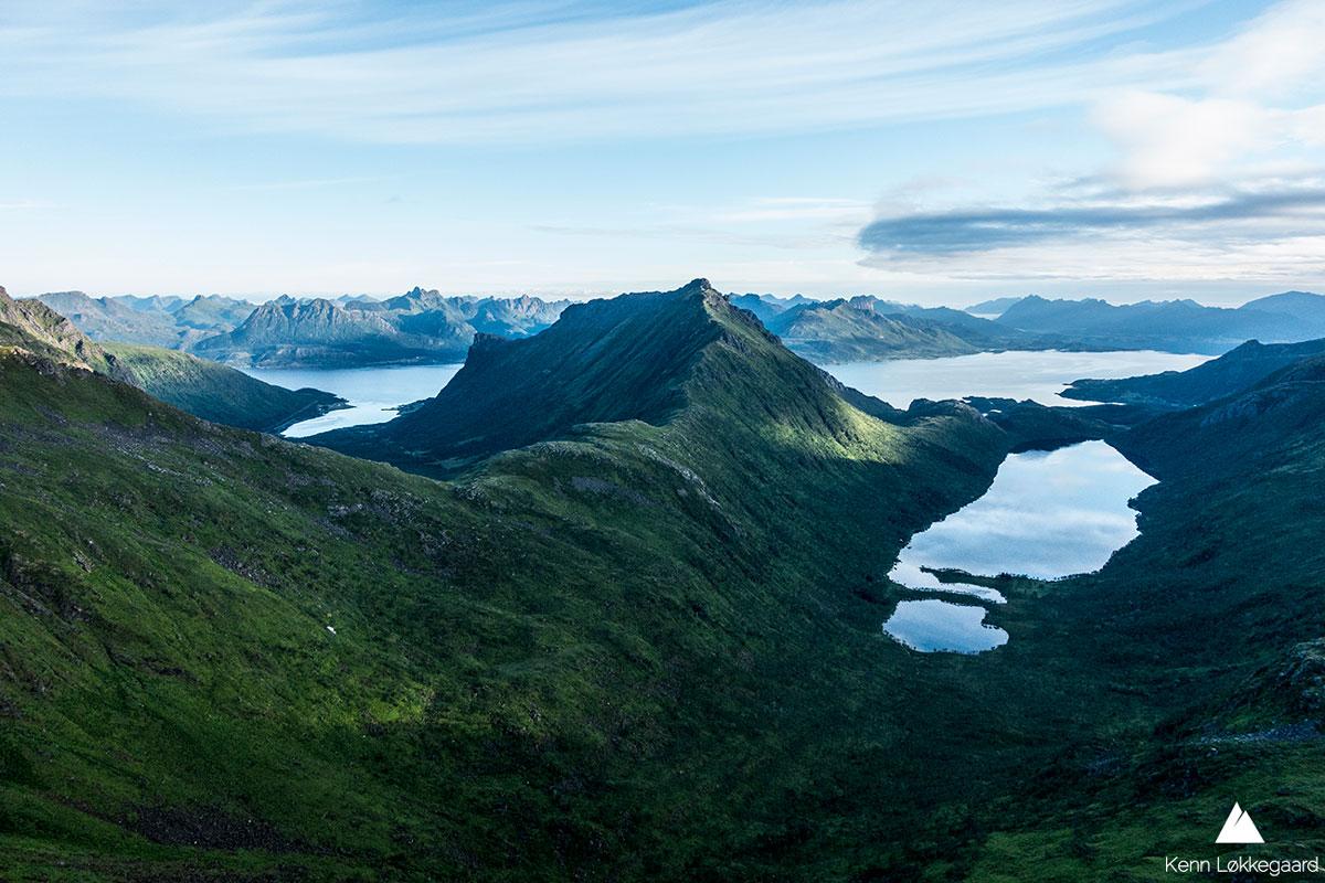 Utsikten fra Dalbotntinden mot Slåttnesfjellet.