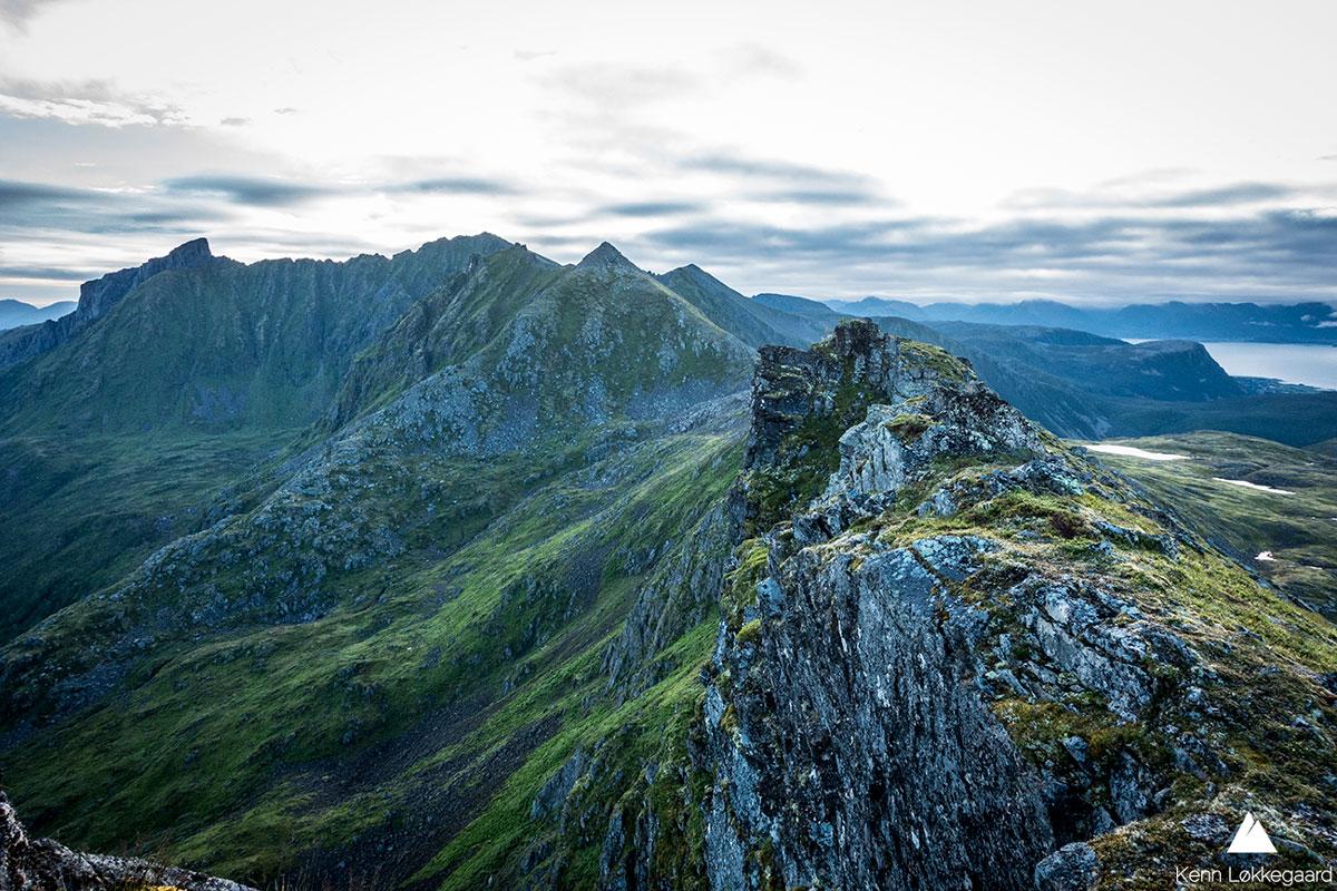 Utsikten fra Dalbotntinden mot Ol-Hansatinden.