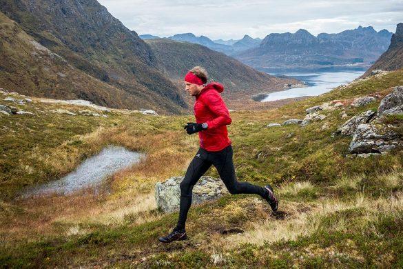 Løper mellom Slåttnesfjellet og Storbåtsegga.