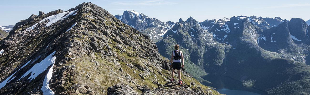 På fjellet på Hinnøya. Ser ned i Fiskfjorden.