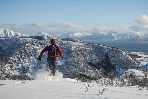 På ryggen av Hallartinden i snøen.