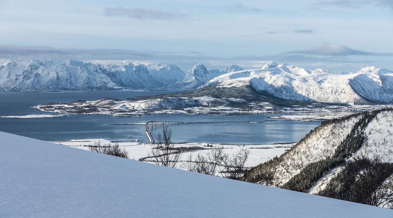 Utsikten til Hadselbrua fra Lauklitinden.