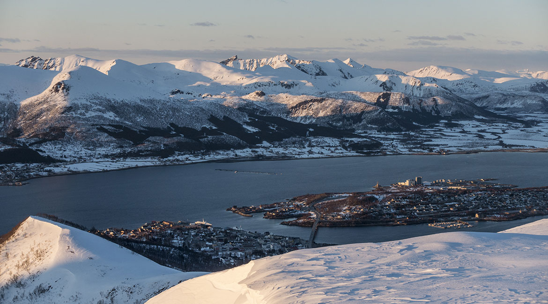 Utsikt mot Stokmarknes og Langøya.