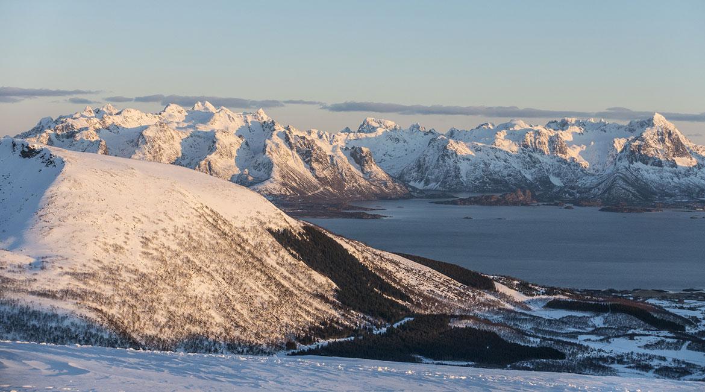 Utsikt mot Hinnøya og Fiskebøl.