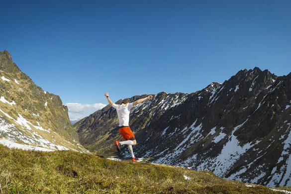 Løper inne i en dal på Hadseløya
