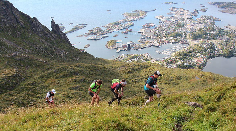 Lofoten High5 Svolvær - løpere på vei opp