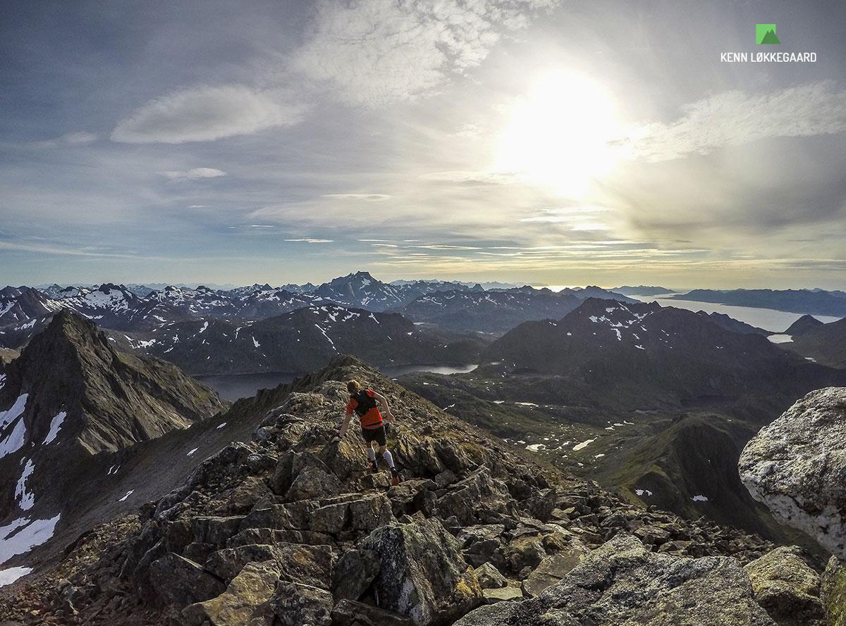 Stortinden på vej ud ad toppens bjergryg.