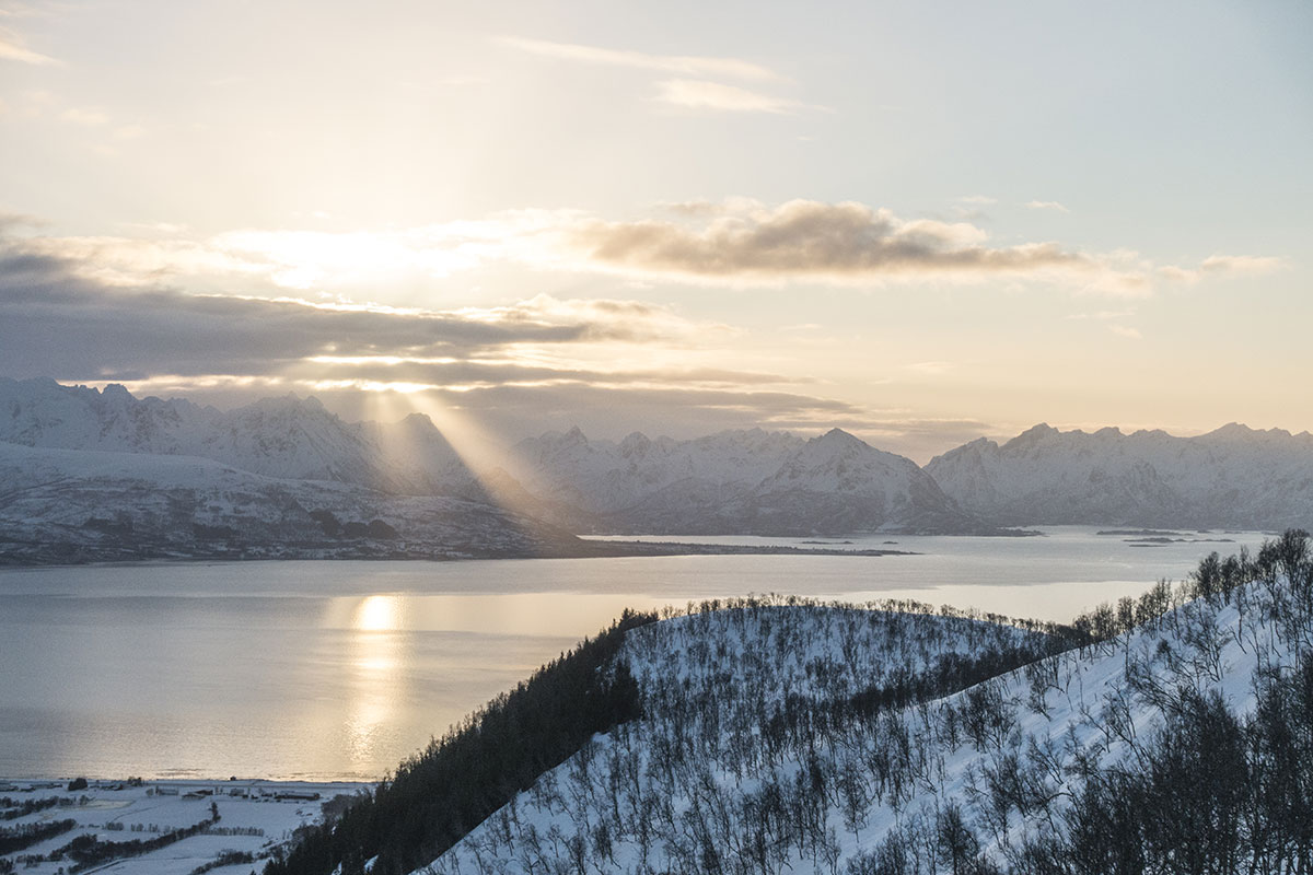 Soloppgang over Hinnøya